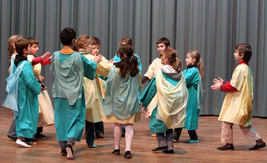 Eurythmie - Steiner Waldorf - Source école Steiner de Verrières
